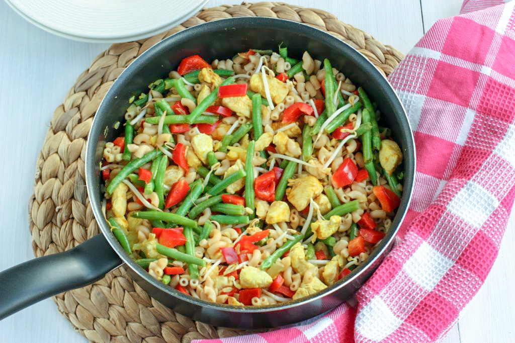 Macaroni met kip en groenten