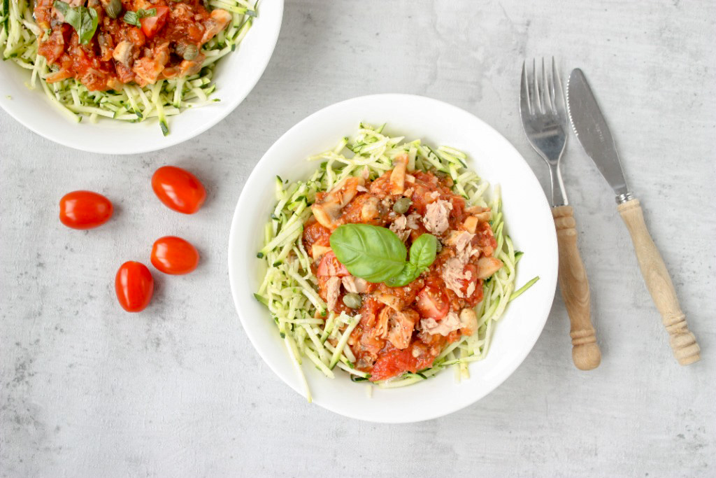 courgetti met een tonijn-tomatensaus